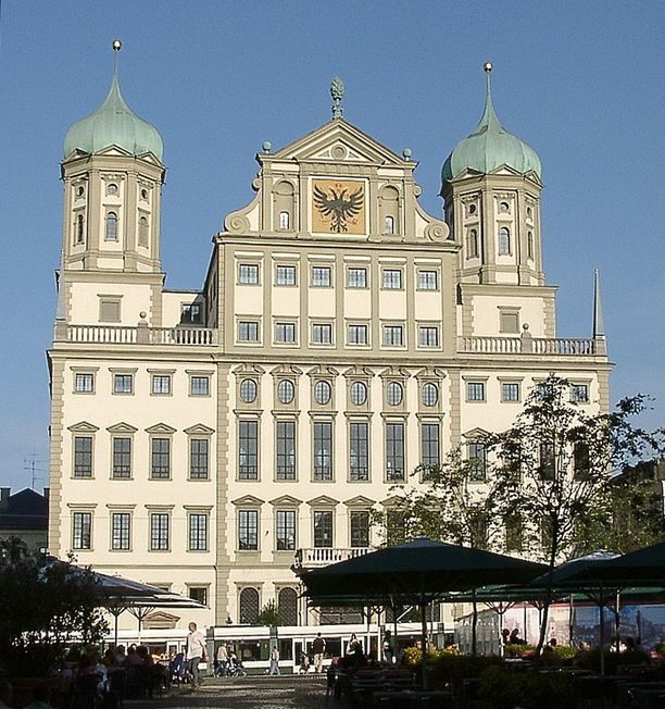 Myös Augsburgin raatihuone on joutunut pommiuhkauksen kohteeksi.