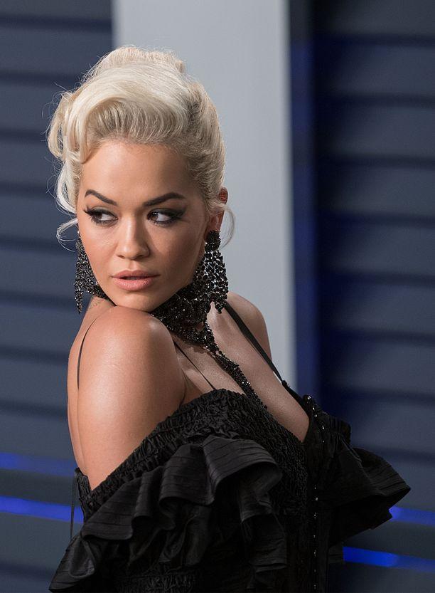Rita Oran kappaleisiin kuuluvat esimerkiksi Anywhere ja Let You Love Me.