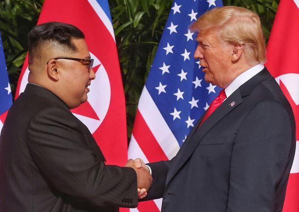 Kim Jong-unin ja Donald Trumpin tapaaminen oli historiallinen.