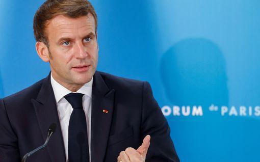 Emmanuel Macron hermostui – väittää median oikeuttavan terroristiset teot