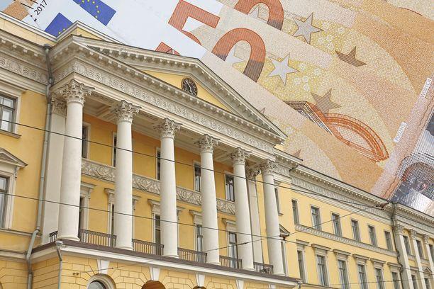 Valtioneuvoston linnassa on laskettu perjantaiaamusta lähtien, millaisia taloudellisia vaikutuksia Suomelle koituu parhaillaan käytävien EU:n budjettineuvottelujen eri vaihtoehdoista.
