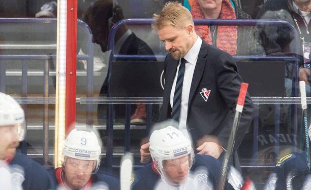 Petri Matikainen odottaa palkkojaan.
