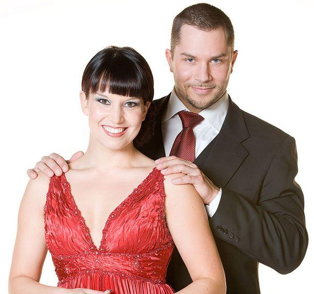 TAKAISIN YHTEISTYÖHÖN Sanna Hirvaskari ja Sami Sarjula sijoittuivat keväällä 2007 kolmansiksi Tanssii Tähtien Kanssa -ohjelmassa.