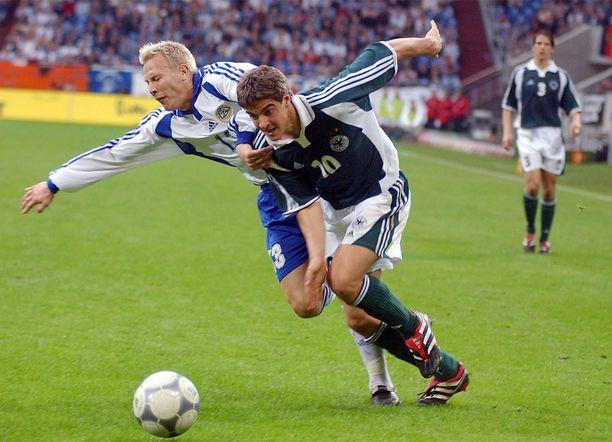 Suomen Petri Helin ei suostu päästämään Saksan Sebastian Deisleriä ohitseen.