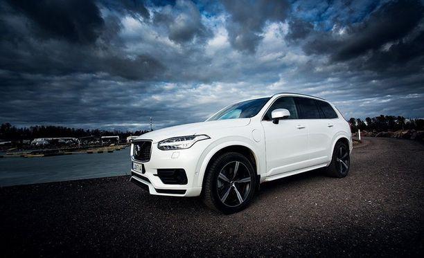 Suomalaiset unelmoivat eniten Volvoista. Saksalaiset Audi, Mercedes-Benz ja BMW seuraavat perässä.