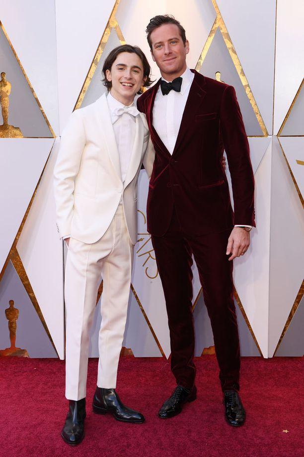 Timothée Chalamet ja Armie Hammer punaisella matolla. Chalamet on ehdolla miespääosan Oscar-palkintoon elokuvasta Call Me by Your Name.