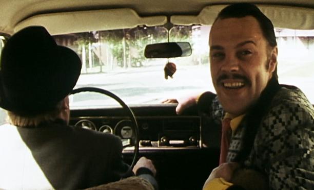 Tup-akka-lakko on Koeputkiaikuisen jatko-osa, jossa kaksi gangsteria aikoo kaapata koeputkiaikuisen.