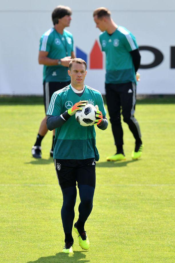 Marc-André ter Stegen (oik.) pelasi huippukauden. Sekään ei ehkä riitä Saksan ykköstorjujaksi, kun edessä on Manuel Neuer.