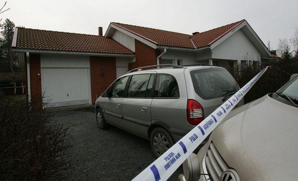 Jukka S. Lahti surmattiin kotonaan Ulvilassa.
