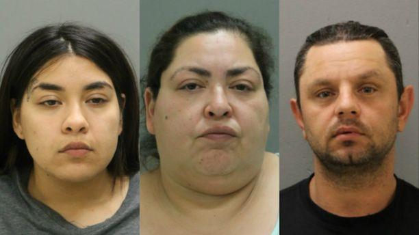 Clarisa Figueroa (keskellä), hänen tyttärensä ja miesystävänsä ovat saaneet syytteet Marlen Ochoan murhasta.