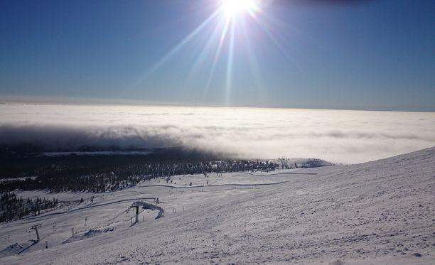 Lukija kertoo näkyvyyden pilven läpi lasketeltaessa olleen kehno.