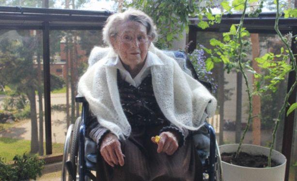 100-vuotias Gunborg Lehmus nukkui rauhallisesti pois palvelukodissa. Kuva on viime heinäkuulta.