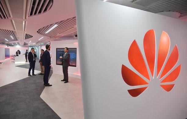 Moni muu epäilee Huawein päästämistä 5G-tietoverkkojen rakentajaksi. Kuvituskuva.