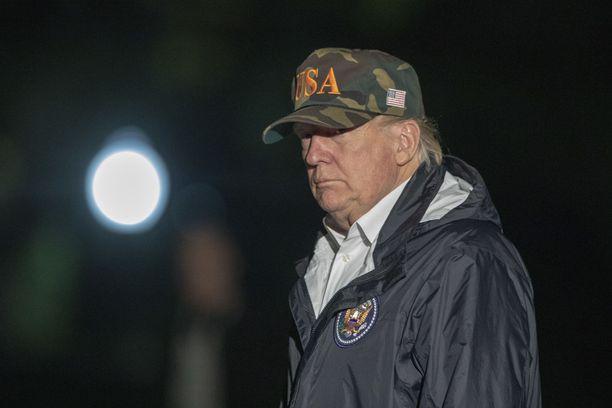 Presidentti Trump palasi viikonloppuna Kaliforniasta, missä hän oli tarkastelemassa maastopalojen aiheuttamia tuhoja.