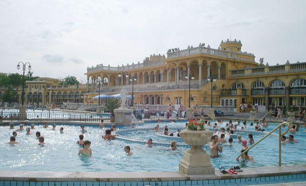 Budapestin kylpylät ovat keskellä kauniita kohteita.