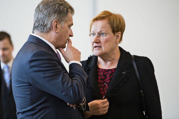 Tasavallan presidentti Sauli Niinistö ja presidentti Tarja Halonen valtiopäivien avajaisissa 2016.