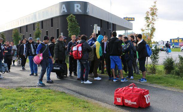 Turvapaikanhakijoita Haaparannan ja Tornion rajalta 19.9.2015.