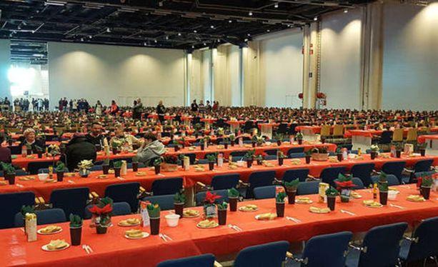 Helsingin Messukeskuksessa viime jouluna järjestetty vähävaraisten joulujuhla keräsi lähes 2 000 kävijää.