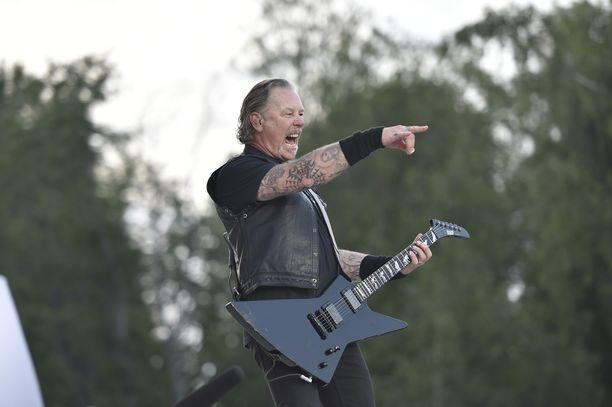 Metallican keikka keräsi yleisön täyteen Hämeenlinnassa.