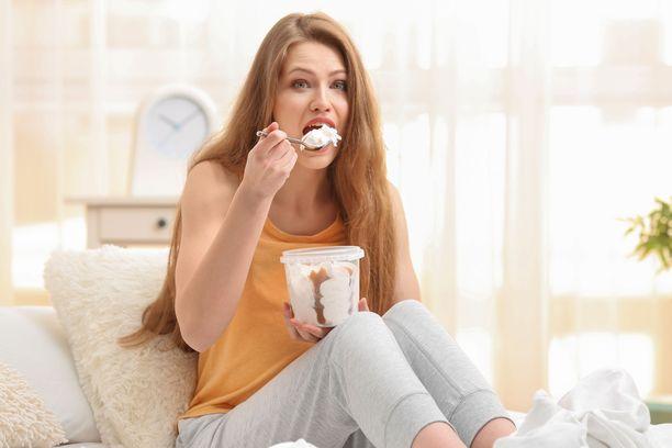 Paljon rasvaa ja paljon sokeria sisältävä ruoka antaa hetkeksi lievälle tulehdukselle hyvää polttoainetta roihuta.