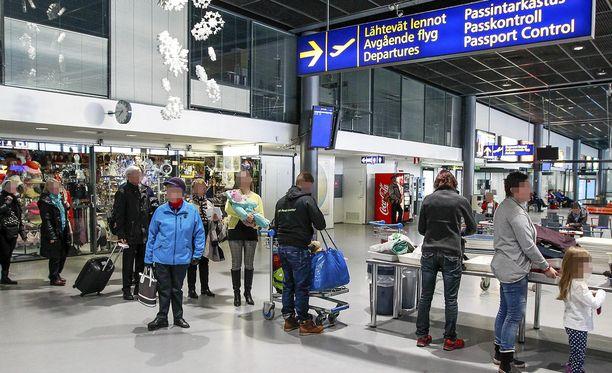 Kuvituskuva. Rhodokselle matkaavien kone saapui Rovaniemelle myöhässä sunnuntaina.