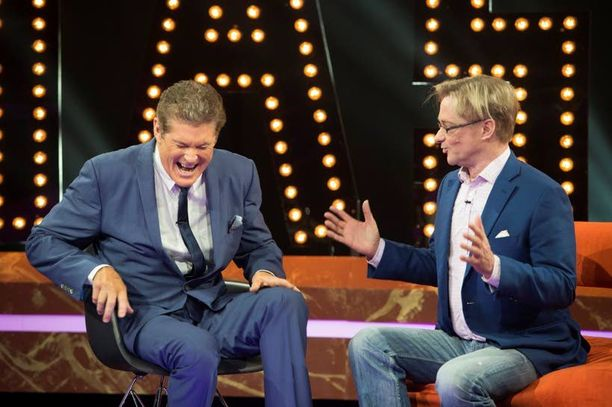 Mikael Jungner nauratti nauhoituksissa Hoffia.