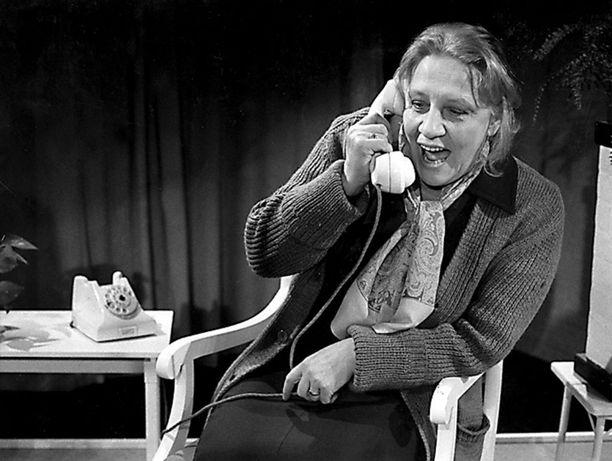 Yhden naisen pienoisnäytelmässä Elämättä jäänyt elämä Valkeakoskella 1981.