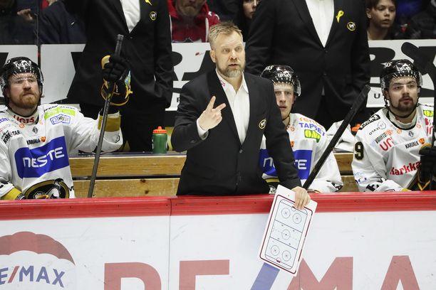 Mikko Manner osasi vetää oikeista naruista sytyttäessään Kärppiä taisteluun lauantaina.