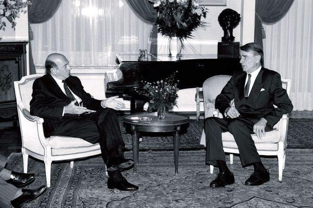 Naton pääsihteeri Manfred Wörner ja presidentti Mauno Koivisto keskustelivat Brysselissä lokakuussa 1992. Tapaamisen jälkeen annetussa tiedotteessa todettiin, että Naton jäsenyys ei ole Suomelle ajankohtainen asia.