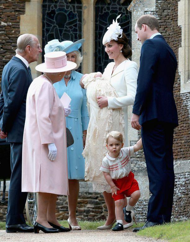 Georgea ei kiinnostanut vanhemman väen jutustelu.