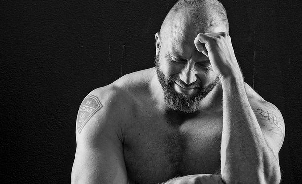 Entinen ammattirikollinen, kirjailija ja voimailija Marko Lönnqvist on kuollut.