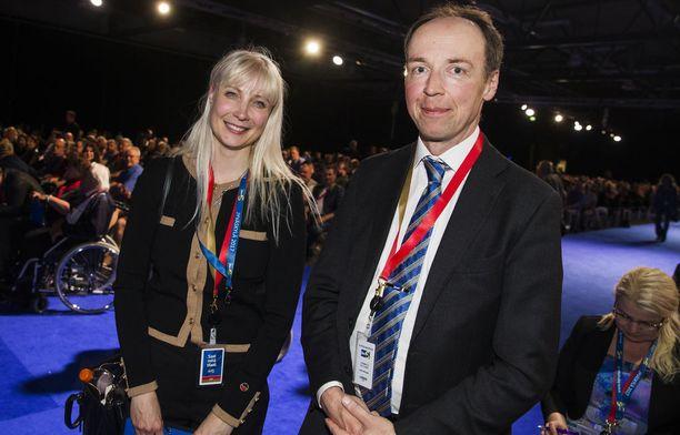 Laura Huhtasaari tai Jussi Halla-aho ovat perussuomalaisten todennäköisimmät presidenttiehdokkaat.