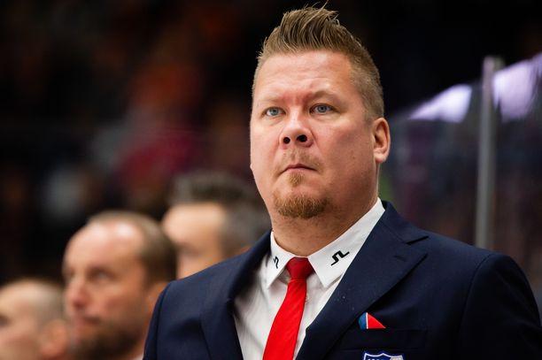 Jarno Pikkarainen ei väistele kysymystä mestaruuden tavoittelusta.