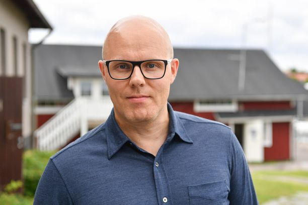 Aki Linnanahde on muun muassa kirjoittanut Jere Karalahden elämäkerran Jere.