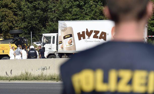 Poliisi kertoi eilen illalla, että kuorma-autosta löydetyt ihmiset kuolivat mahdollisesti jo kaksi päivää ennen kuin kuorma-auto saapui Itävaltaan.