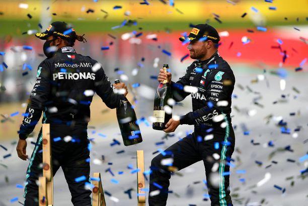 Lewis Hamilton ja Valtteri Bottas roiskuttivat kuohuvaa viime sunnuntaina Itävallassa.