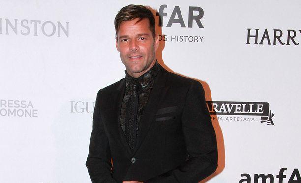 Ricky Martin toi miesystävänsä julkisuuteen.