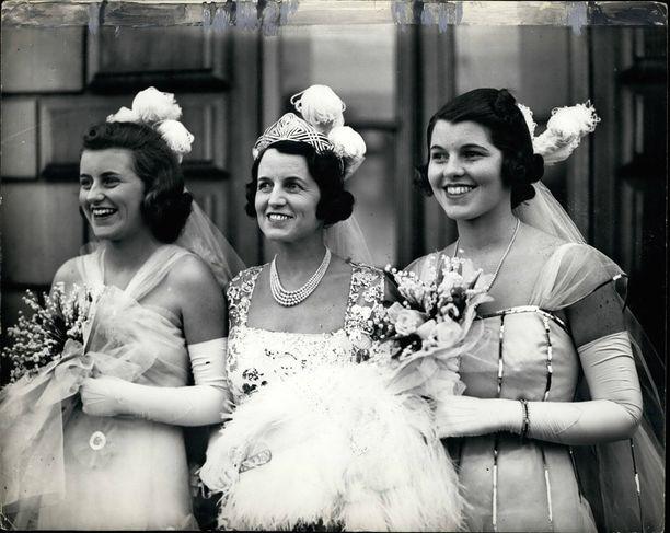 Tässä Kennedy-klaanin kaunottaret. Vasemmalla Kathleen, keskellä Rose-äiti ja oikealla Rosemary Lontoossa toukokuussa 1938. Totuus Rosemary Kennedyn kohtalosta selvisi vasta, kun John F. Kennedy nousi presidentiksi.