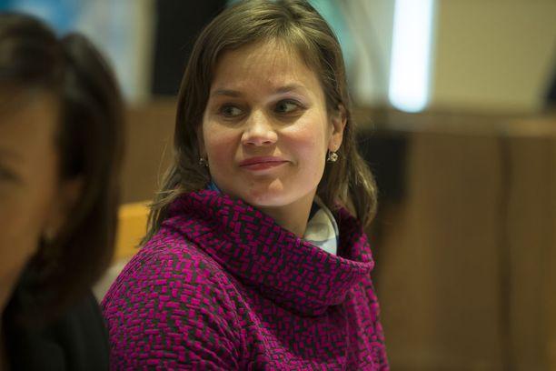 Keskustan kolmannen kauden kansanedustaja Mirja Vehkaperä nousee Paavo Väyrysen tilalle Euroopan parlamenttiin.