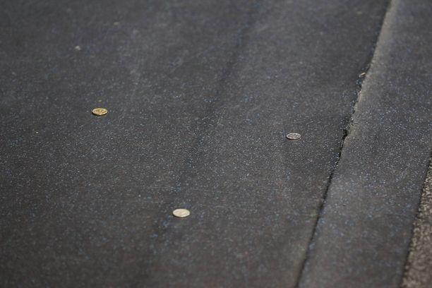 Kolikoita viskottiin Jokereiden pelaajia päin, kun he olivat poistumassa pukukoppiin mattoa pitkin.