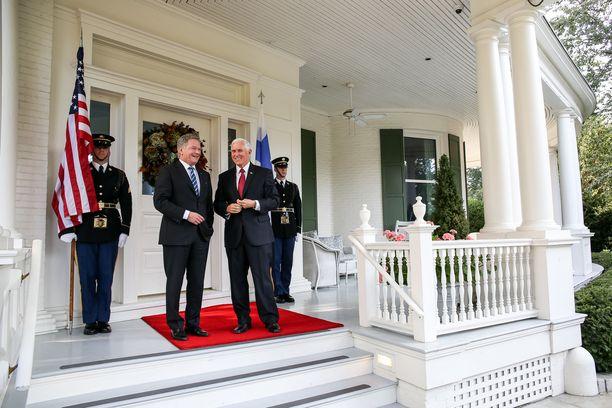 Presidentti Sauli Niinistö tapasi tiistaina Yhdysvaltain varapresidentti Mike Pencen, keskiviikkona on vuorossa tapaaminen presidentti Donald Trumpin kanssa.