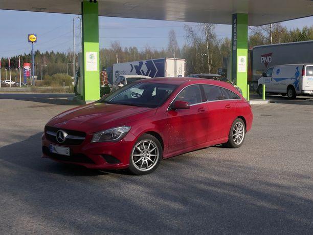 Mersullaan tankkaamaan tullut Kai Porras oli tutustunut uusiutuvaan polttoaineeseen Nesteen markkinointimateriaalin perusteella. Hän oli tyytyväinen mahdollisuuteen ajaa lähes hiilineutraalisti.