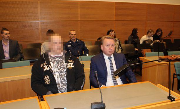 Korkein oikeus palautti asian käräjäoikeuteen, koska sen mukaan poliisi oli toiminut esitutkintalain vastaisesti syytetyn kuulemisessa.