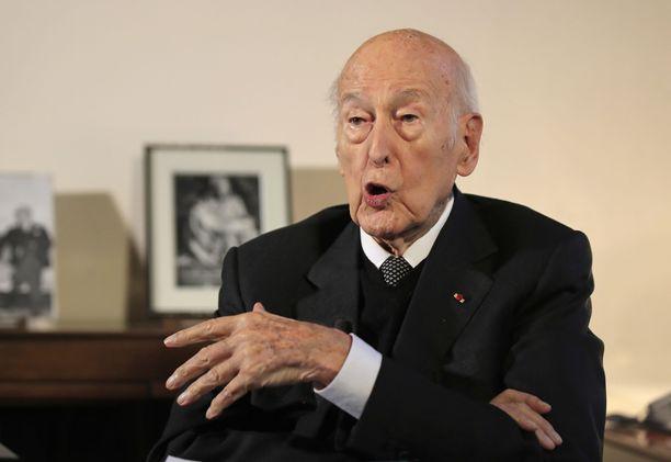 Ranskan entistä presidenttiä Valéry Giscard d'Estaingia epäillään seksuaalisesta ahdistelusta. Presidentti on nyt 94-vuotias ja väitetty teko tapahtui kaksi vuotta sitten.