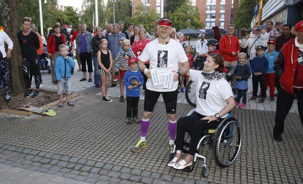 Tuomas Pelkonen ja Heidi Foxell osallistuivat viime vuonna ultrajuoksutapahtumaan, jonka Pelkonen järjesti Foxellin tukemiseksi.