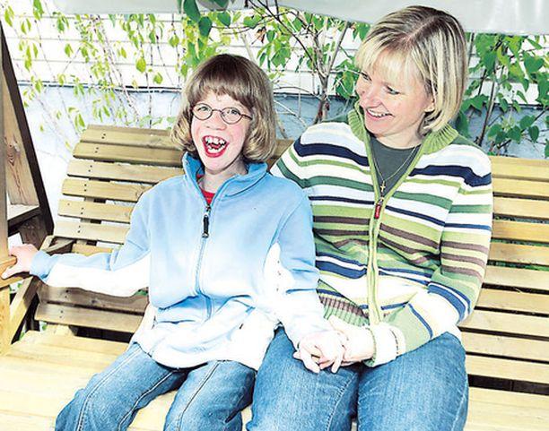 Tiina Mustonen jäi töistä pois, kun lapsia oli tullakseen. Vanessalle on Mustosilla tarjottu tavallista perhe-elämää ja lapsuutta.