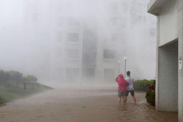 Myrsky toi kaduille paljon vettä.