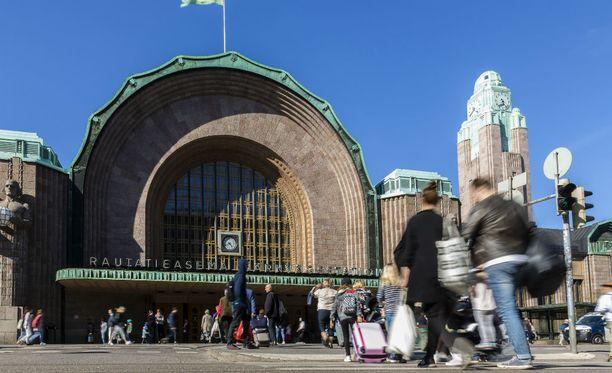 Helsingin jugendtyylinen päärautatieasema on yksi pehmeälle maaperälle rakennetuista arvotaloista. Se on tuettu puupaaluilla.