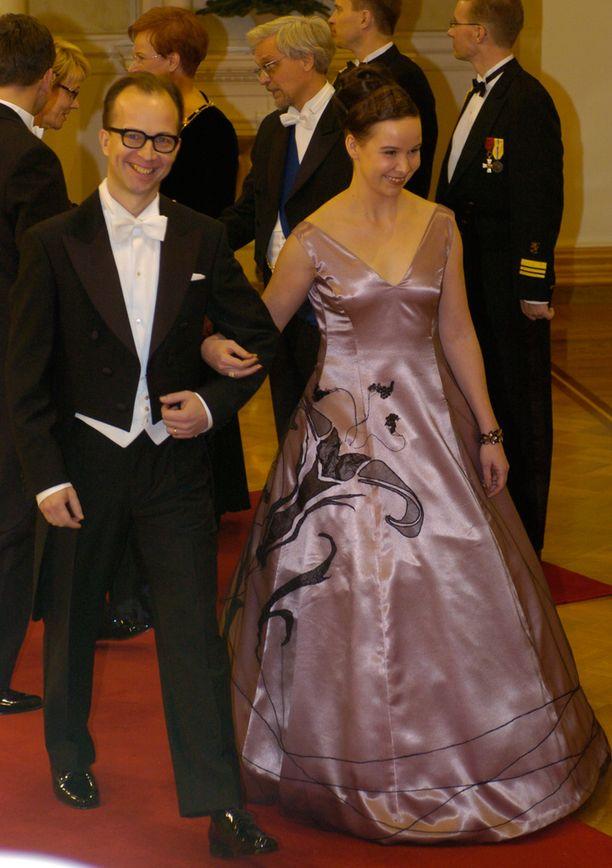 Rosa Meriläinen ja Simo Frangén astuivat julkisuuteen ensimmäistä kertaa Linnan juhlissa.