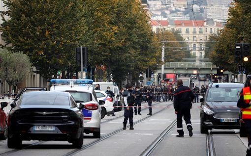 Kolme kuollut veitsihyökkäyksessä Nizzassa – hyökkääjän uskotaan olleen 21-vuotias tunisialainen
